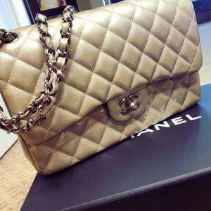 Chanel Jumbo patent leather double flap